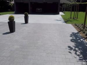 Tegels in zwarte en grijze graniet