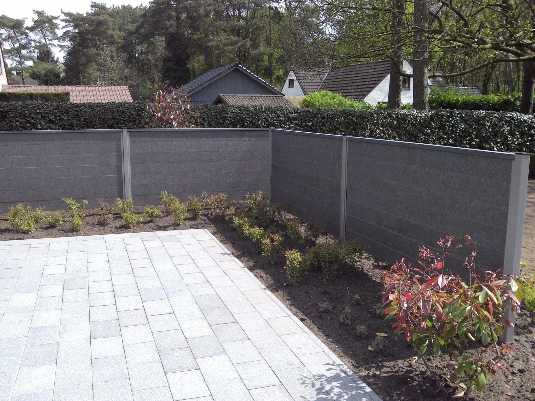Tuinscherm in zwarte graniet   de wandeleer natuursteen