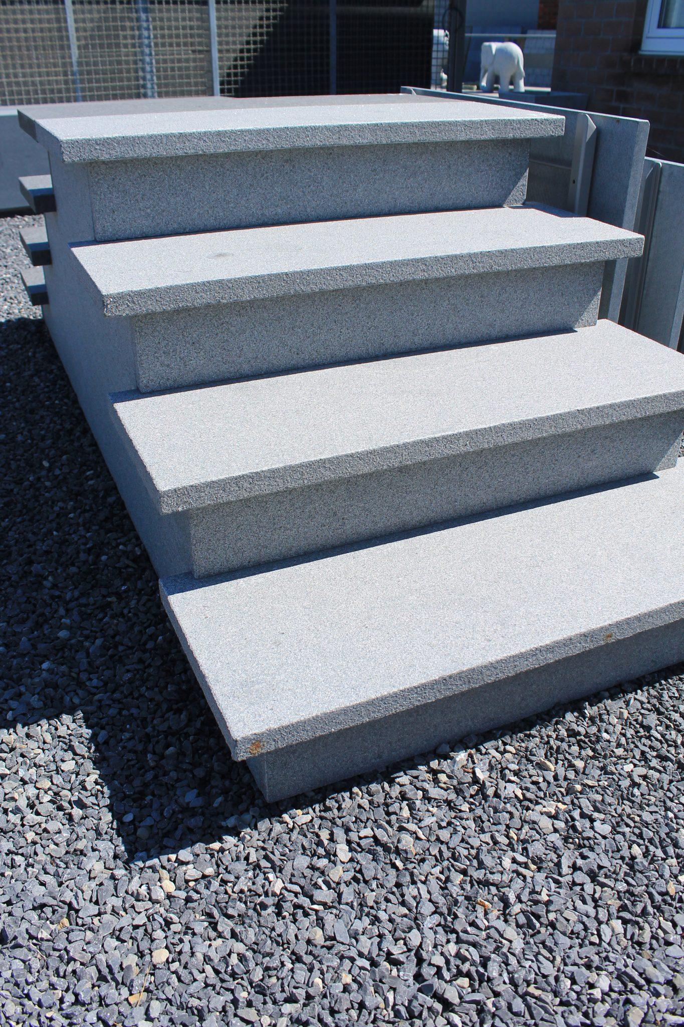 Buitentrap in grijze graniet de wandeleer pierre naturelle for Carrelage 90x45