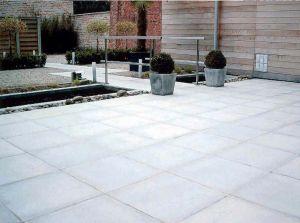 Pav b ton belgique gris clair de wandeleer pierre naturelle for Beton lisse exterieur belgique