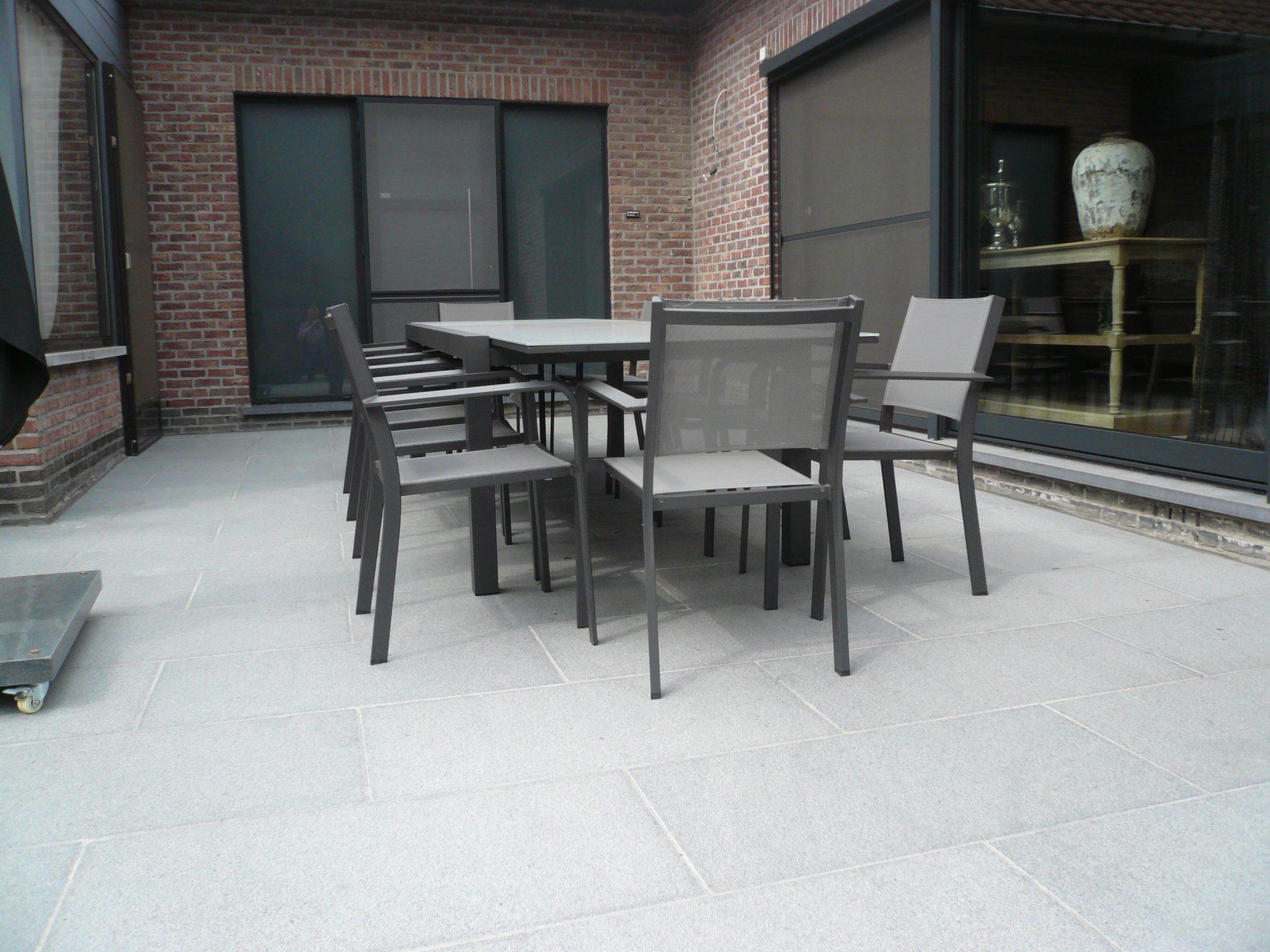 Terras in grijs gebrand en geborstelde granietgrani de for Carrelage 90x45