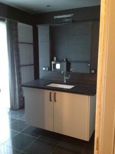 badkamer in zwarte graniet