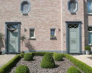 deuromlijstingen , plinten en vensterdorpels in blauw verzoete graniet