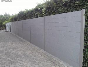 tuinscherm in grijze graniet, eenzijdig bewerkt